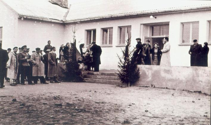 Naujojo Punsko licėjaus pastato atidarymo belaukiant, 1959 m.
